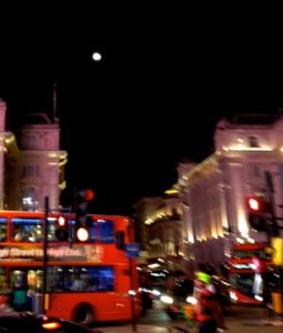 ロンドンの月@Piccadilly-Circus-Sept.15-2016