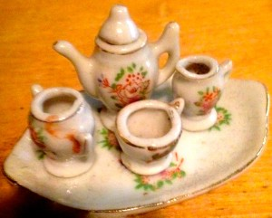 Made in JapanのToy Tea Set(横7cmほど)@Tom-san,Champaign, May 18, 2015